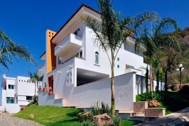 Excelencia en Diseño Colonial style house Concrete White