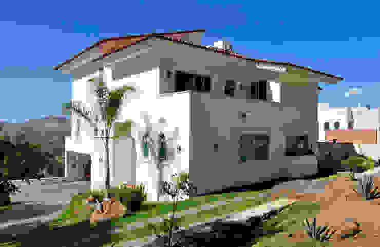 Colonial style house by Excelencia en Diseño Colonial Bricks