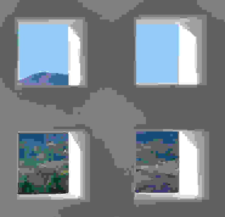 Colonial style window and door by Excelencia en Diseño Colonial Bricks