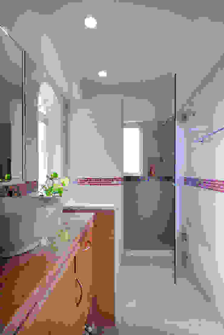 Excelencia en Diseño Colonial style bathroom Granite Brown