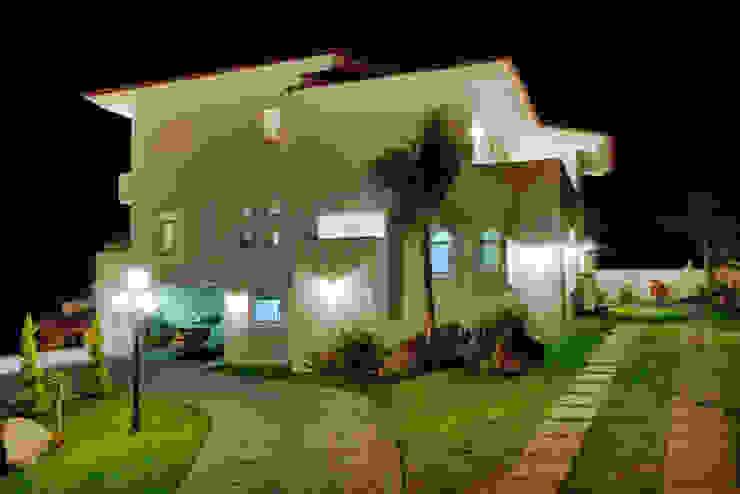 Excelencia en Diseño Colonial style house Iron/Steel White