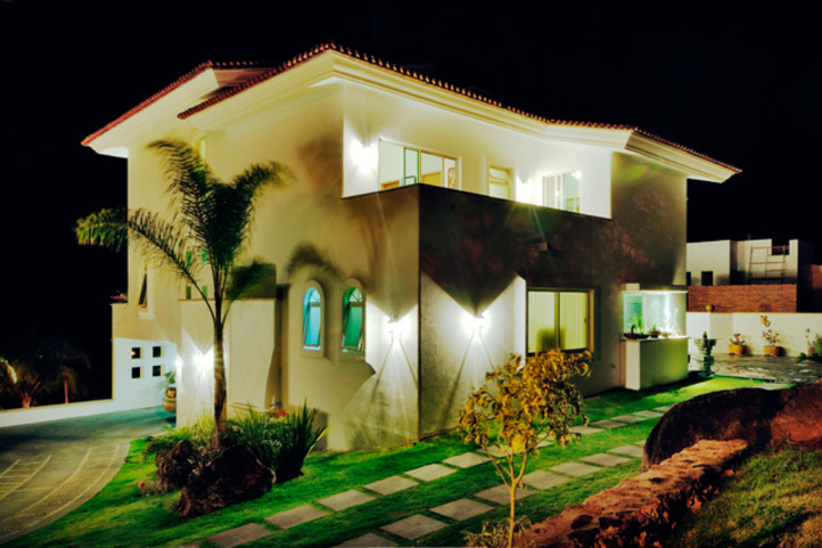 Colonial style houses by Excelencia en Diseño Colonial Concrete