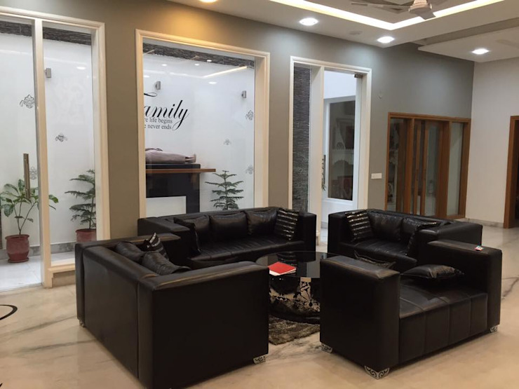 Sitting area design with black leather sofas Modern living room by Square Design Modern