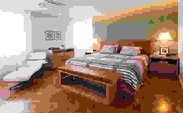 モダンスタイルの寝室 の Tato Bittencourt Arquitetos Associados モダン