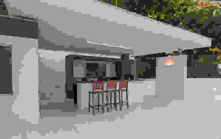 Tato Bittencourt Arquitetos Associados Modern terrace
