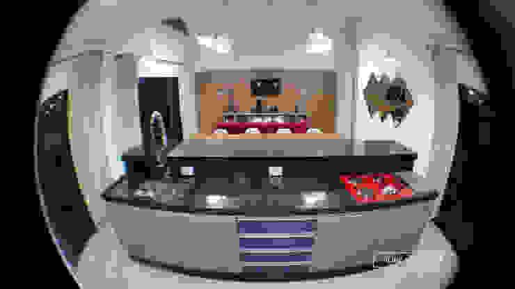 Cozinha gourmet integrada com sala de estar por Monteiro arquitetura e interiores Moderno