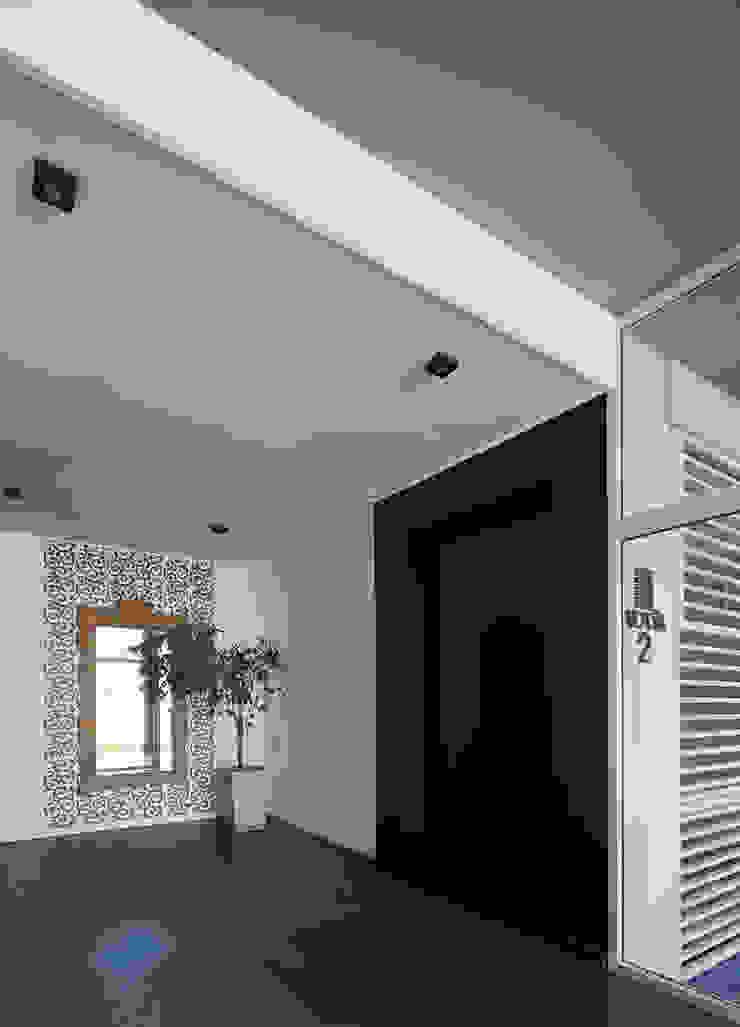ARCADIA 2 Pasillos, vestíbulos y escaleras modernos de Arcadia Arquitectura Moderno