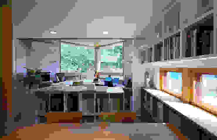 アトリエのある小さな家 オリジナルデザインの 書斎 の かんばら設計室 オリジナル