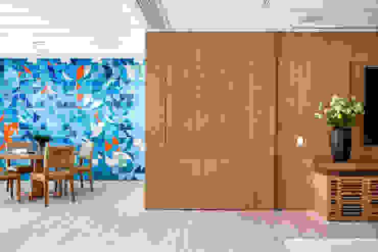Apartamento Fênix Modern corridor, hallway & stairs by Gisele Taranto Arquitetura Modern