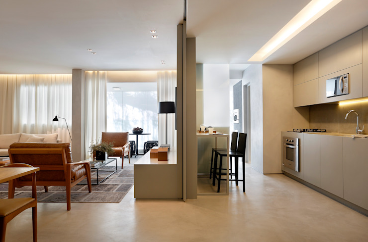 Living room by Gisele Taranto Arquitetura,