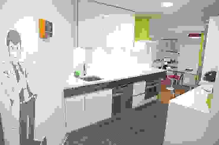 Cucina moderna di Línea 3 Cocinas Madrid Moderno