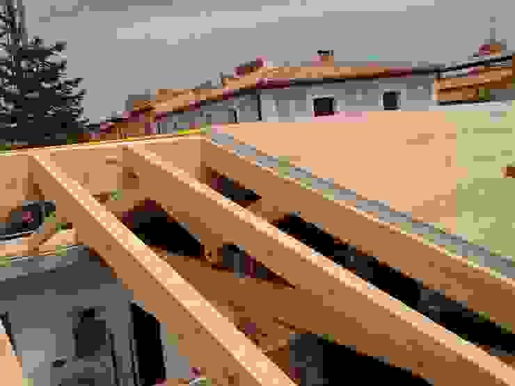 Casas de estilo mediterráneo de CUTECMA Estructuras de madera Mediterráneo Madera Acabado en madera