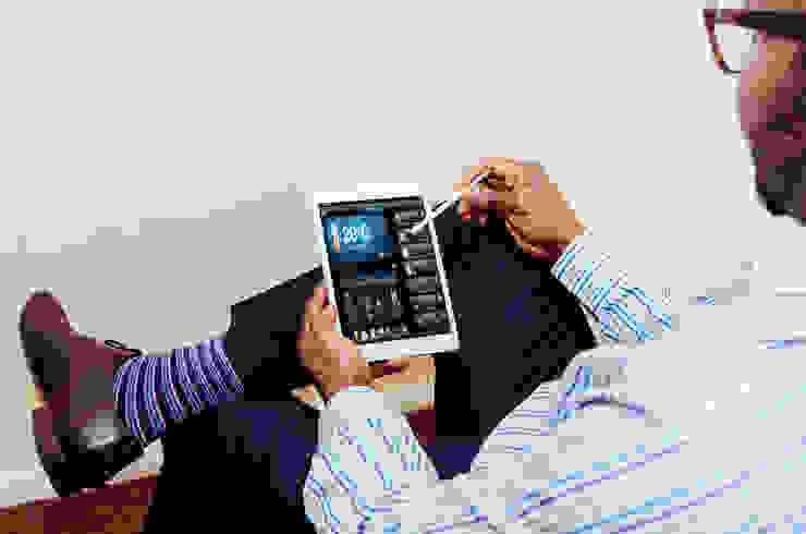Salas multimedia de estilo moderno de be smarthome Moderno