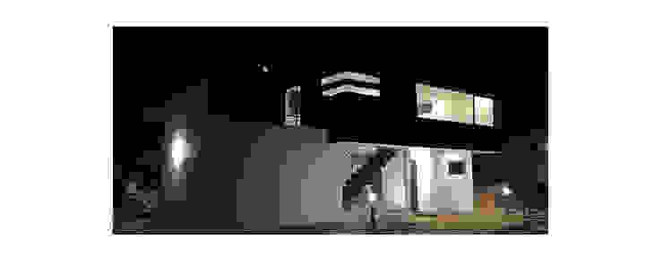 モダンな 家 の Herman Araya Arquitecto y constructor モダン