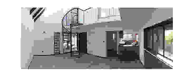 Herman Araya Arquitecto y constructor 现代客厅設計點子、靈感 & 圖片