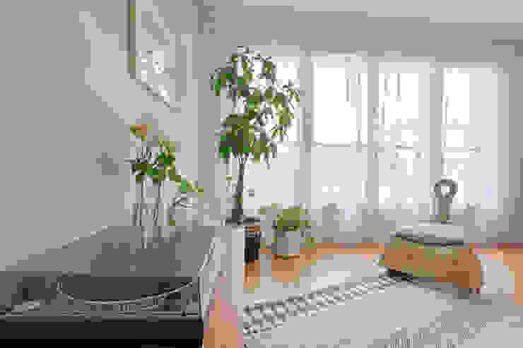 MON OEIL DANS LA DECO Tropical style living room Green