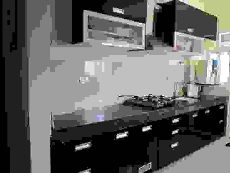 straight semi modular kitchen Modern kitchen by aashita modular kitchen Modern MDF