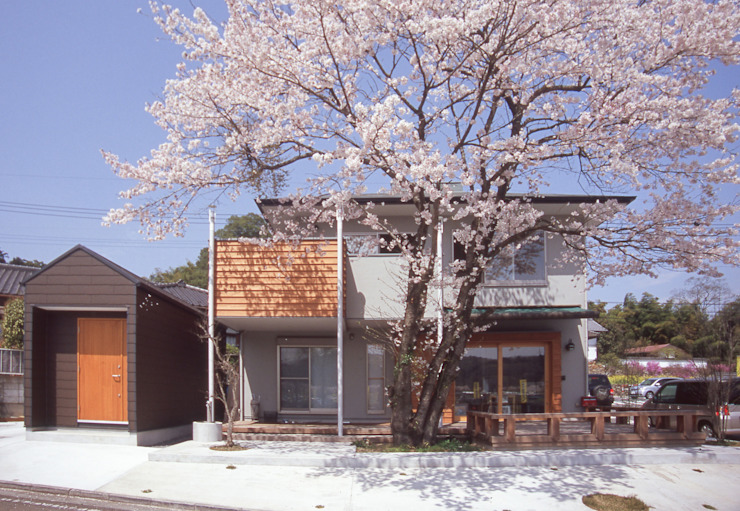 Eclectic style houses by (株)独楽蔵 KOMAGURA Eclectic