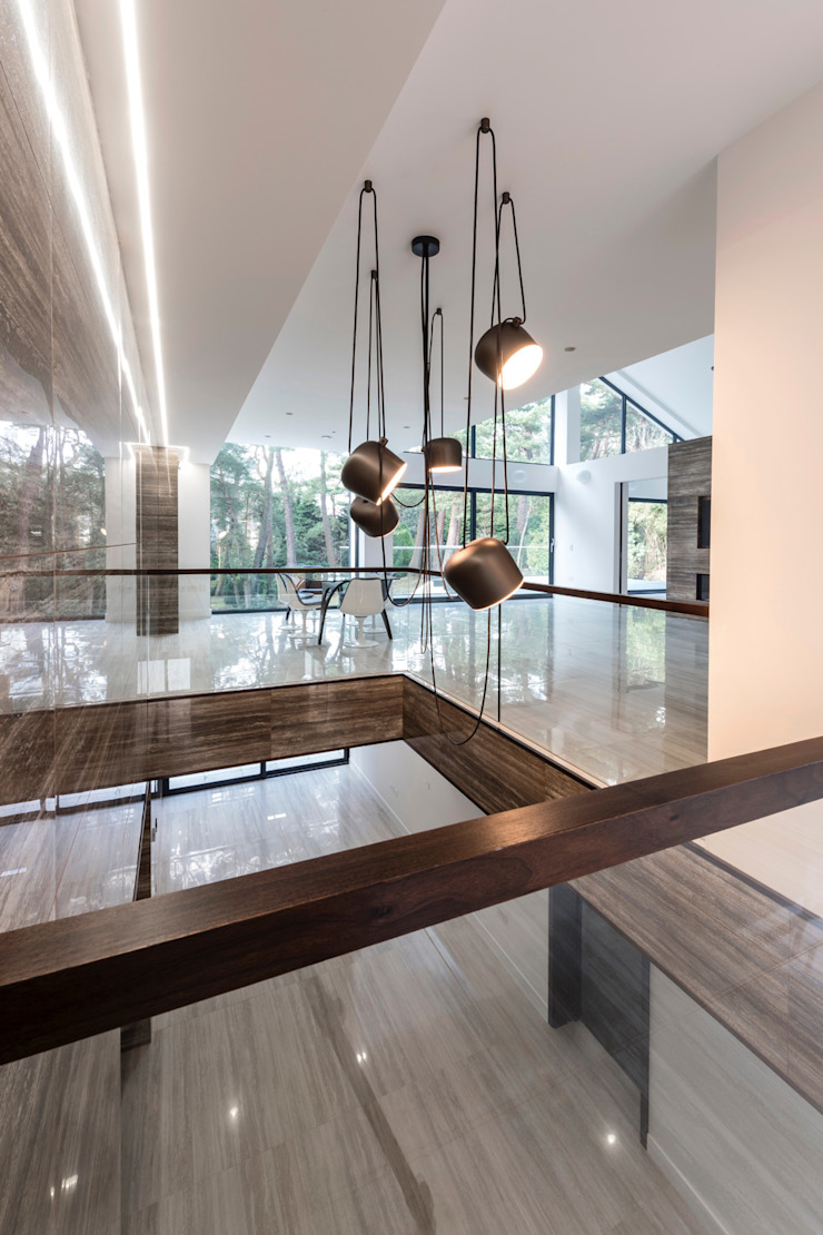18 Bury Road, Branksome Park David James Architects & Partners Ltd Modern corridor, hallway & stairs