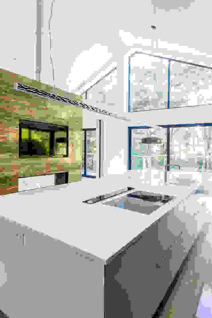 18 Bury Road, Branksome Park David James Architects & Partners Ltd Modern kitchen