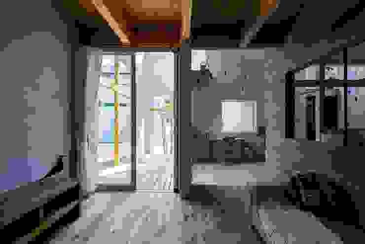 ALTS DESIGN OFFICE Salones rústicos de estilo rústico Acabado en madera