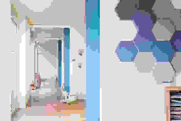 Modern Corridor, Hallway and Staircase by Studio Vetroblu_Stefano Ferrando Modern Wood Wood effect