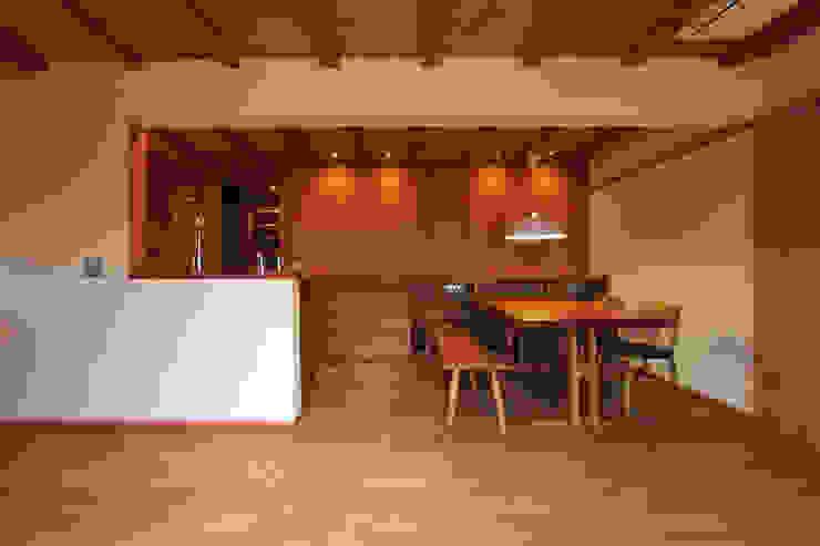藤松建築設計室 ЇдальняСтільці та лавки