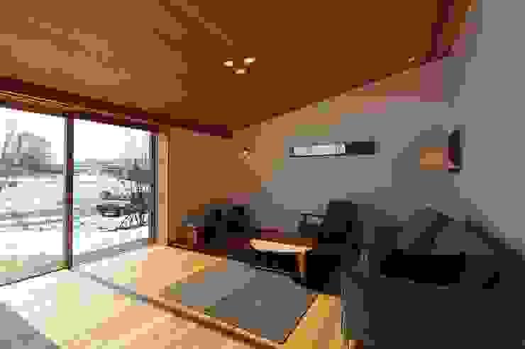 ห้องนั่งเล่น โดย 藤松建築設計室,