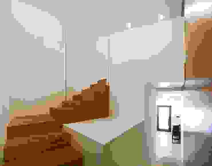 studioSAL_14 Minimalist corridor, hallway & stairs Solid Wood