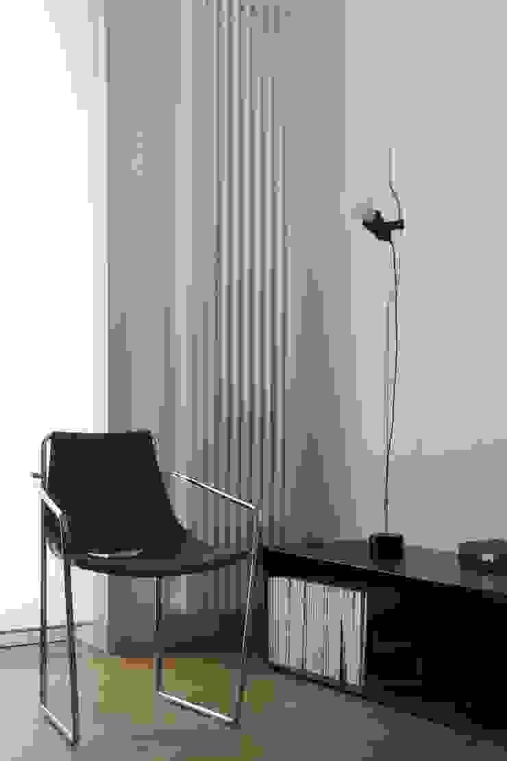 studioSAL_14 Minimalist living room Iron/Steel