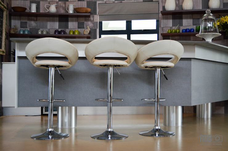Mr & Mrs Harper Bar Area:  Wine cellar by Ergo Designer Kitchens and Cabinetry,