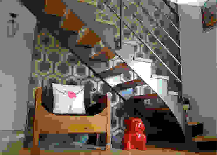 Modern Corridor, Hallway and Staircase by UN AMOUR DE MAISON Modern