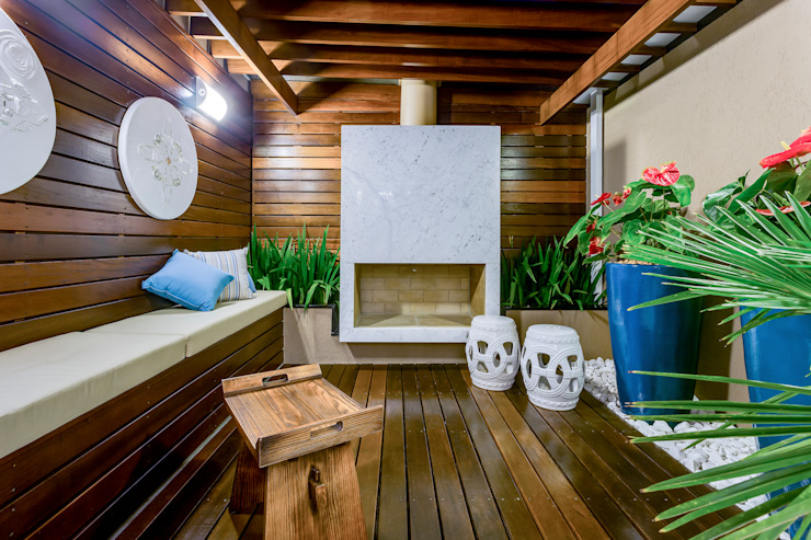 Eclectic style conservatory by Juliana Lahóz Arquitetura Eclectic Wood Wood effect