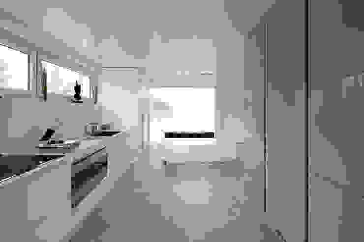 Modern kitchen by LABOR WELTENBAU ARCHITEKTUR Modern