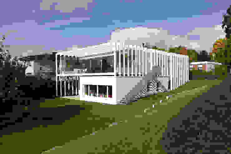 Дома в стиле модерн от LABOR WELTENBAU ARCHITEKTUR Модерн