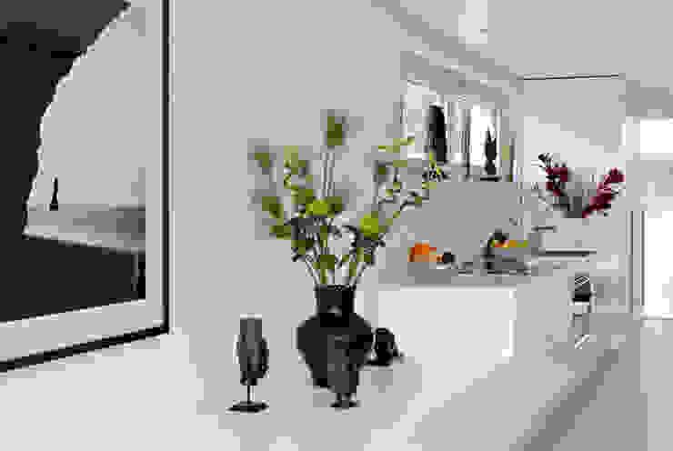 Modern Corridor, Hallway and Staircase by LABOR WELTENBAU ARCHITEKTUR Modern