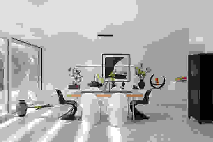 Столовая комната в стиле модерн от LABOR WELTENBAU ARCHITEKTUR Модерн