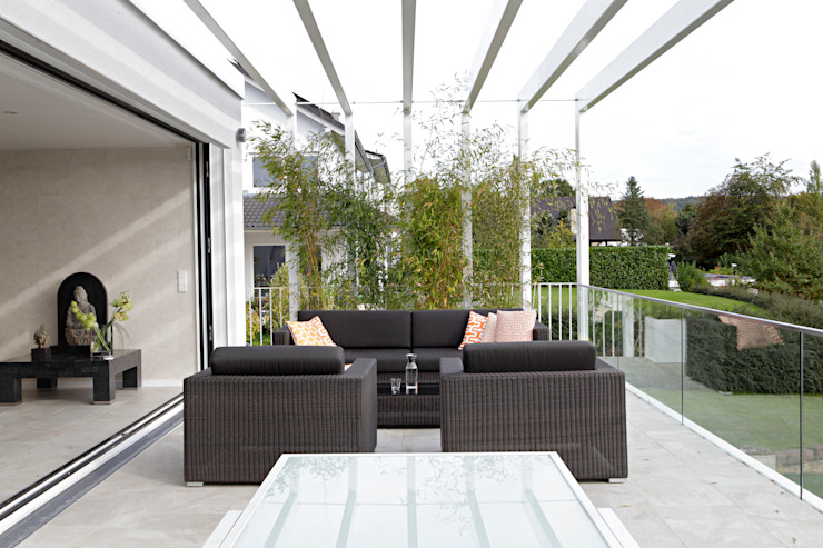 Балкон и терраса в стиле модерн от LABOR WELTENBAU ARCHITEKTUR Модерн