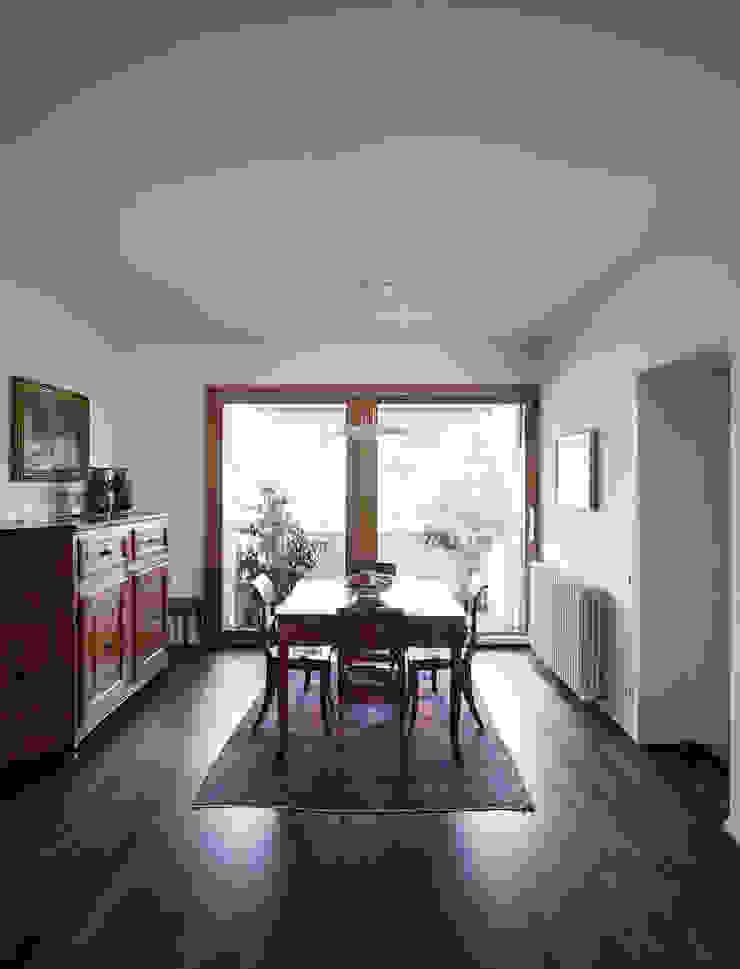 F House Sala da pranzo minimalista di EXiT architetti associati Minimalista