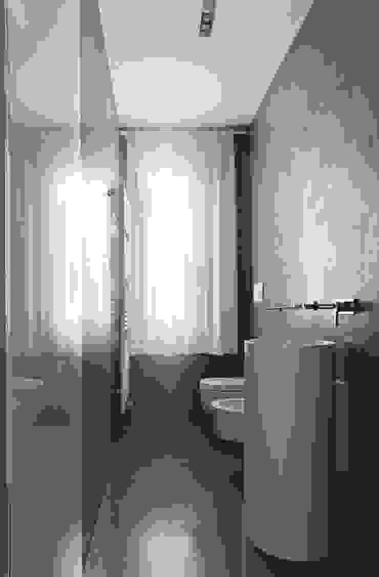 Minimalistische Badezimmer von EXiT architetti associati Minimalistisch
