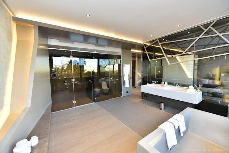 Concrete House Modern bathroom by Nico Van Der Meulen Architects Modern