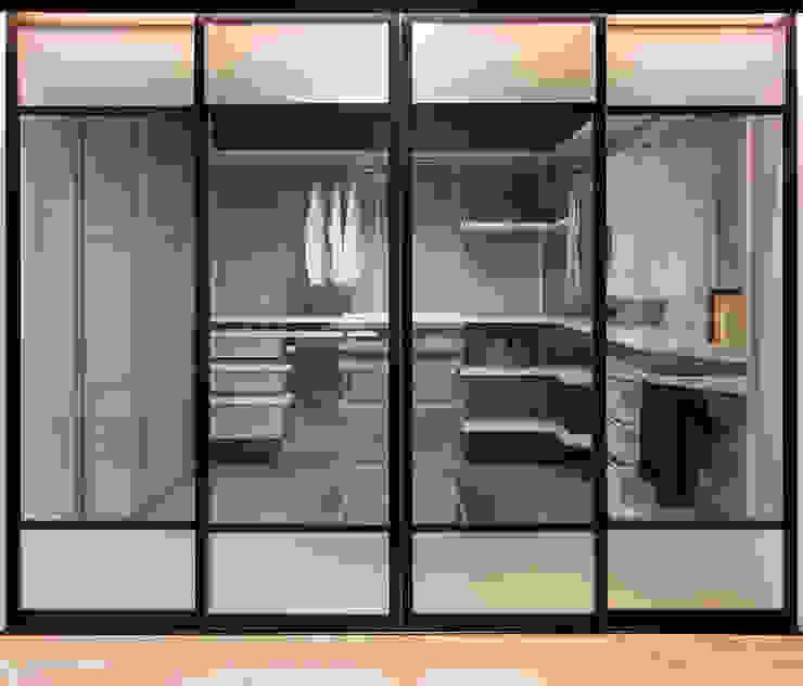 Modern dressing room by Elfa Deutschland GmbH Modern