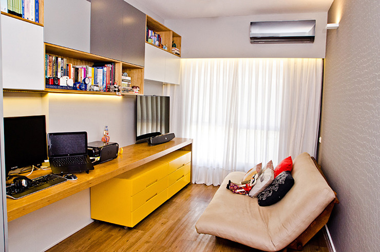 Adoro Arquitetura Modern study/office Wood Yellow