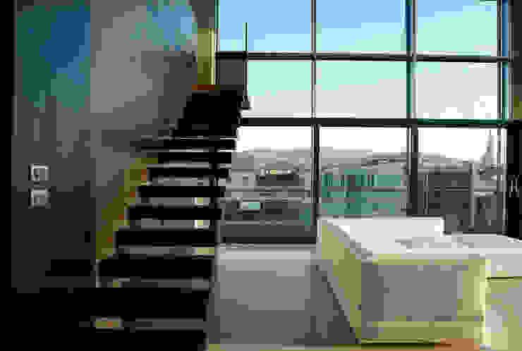 LOFT CUBE Ingresso, Corridoio & Scale in stile moderno di Studio Fabio Fantolino Moderno