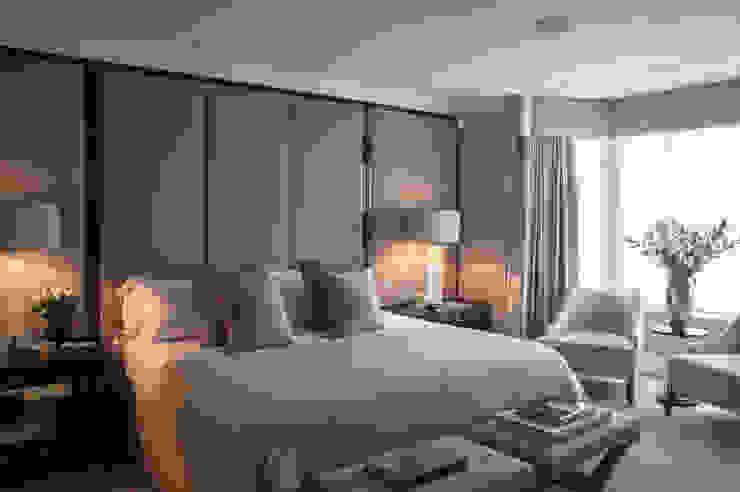 Chelsea Townhouse Phòng ngủ phong cách kinh điển bởi nu:builds Kinh điển