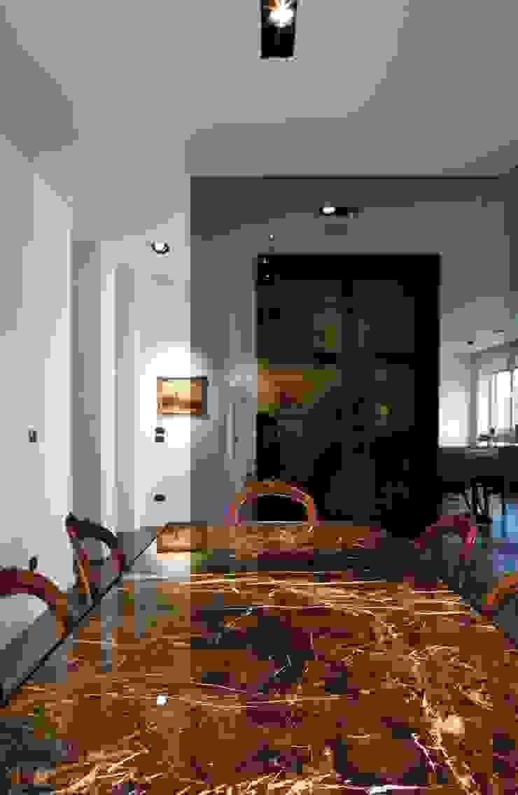 Salle à manger moderne par Studio Fabio Fantolino Moderne