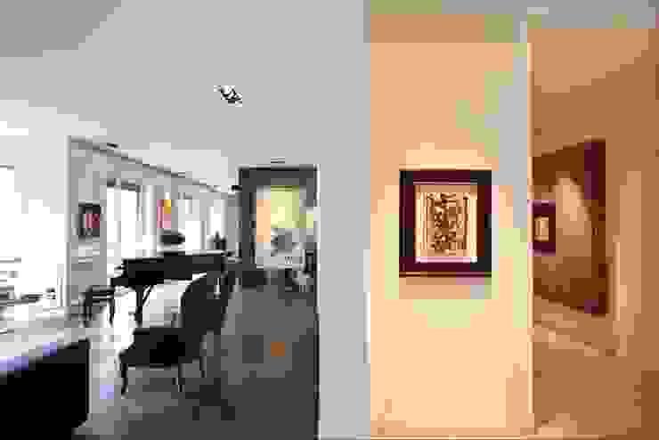 Murs & Sols modernes par Studio Fabio Fantolino Moderne