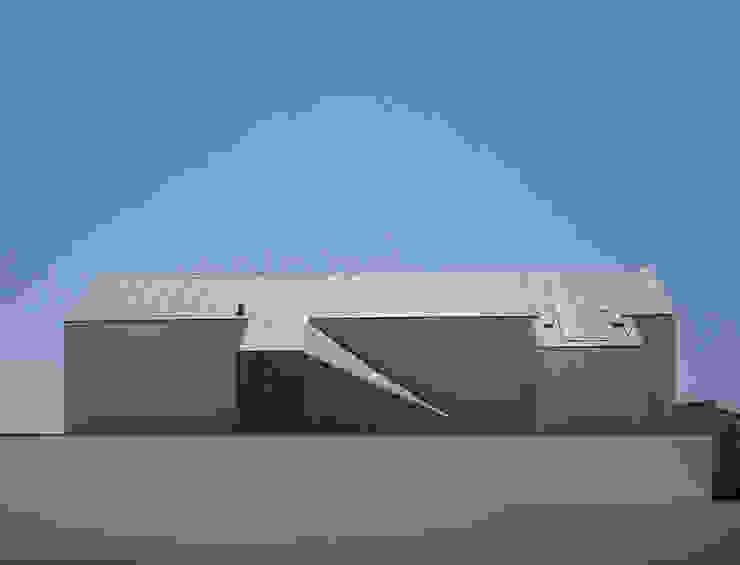 br_house Casas modernas por rui ventura   [v2a+e] Moderno
