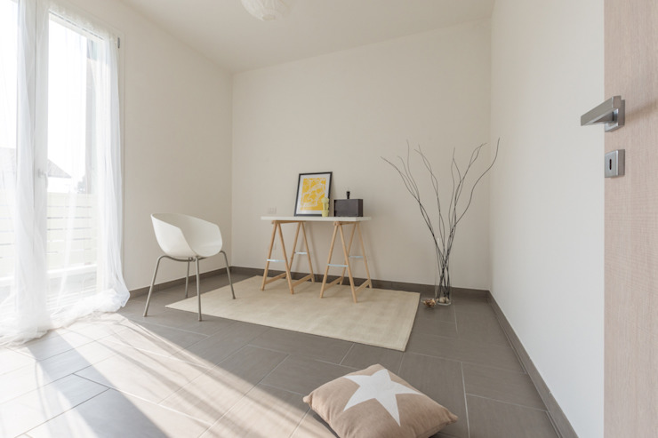 HOME STAGING Studio moderno di Mirna Casadei Home Staging Moderno