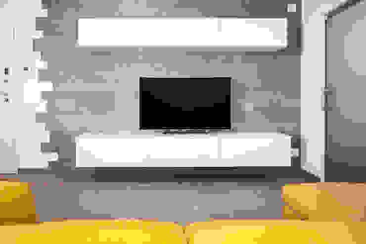 Abitazione privata Soggiorno moderno di Paolo Foglini Design Moderno Legno Effetto legno